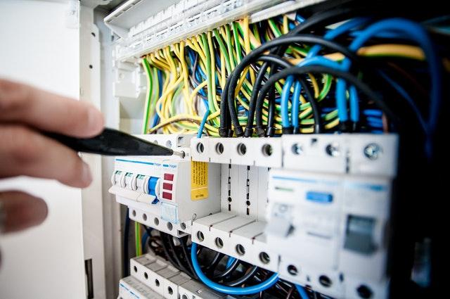Beneficios de usar la norma IPC 620 para cables y arneses
