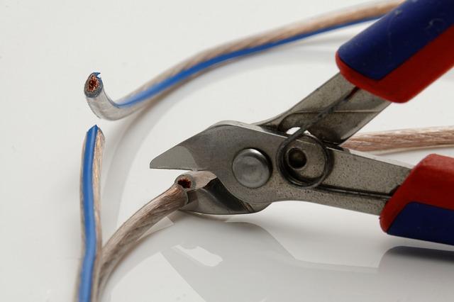 Pelado o desforrado de cables con la IPC 620